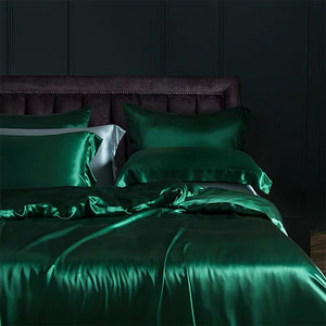 25-momme-luxury-100-percent-mulberry-silk-bed-set-with-resin-buttons-color-green