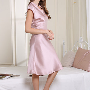 100-percent-mulberry-v-neck-nightgown-dress-for-women-sleepwear-chemise-color-pink-04