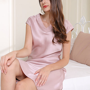 100-percent-mulberry-v-neck-nightgown-dress-for-women-sleepwear-chemise-color-pink-03
